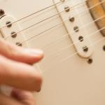 手が小さい女性初心者向きのエレキギターの選び方とは?