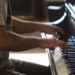 大人のピアノ上達のコツと手首を柔らかくし指を強くする方法とは?