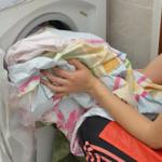一人暮らしの洗濯機、おすすめは何キロ?毛布を洗うなら?