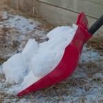 雪かきスコップの種類と雪がつかない方法 無い時の代用品