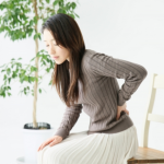 腰痛の原因は婦人科系の病気?安静時でも腰が痛いのなら要注意